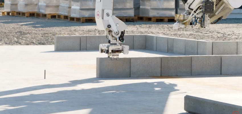 Hadrian x Robot albañil